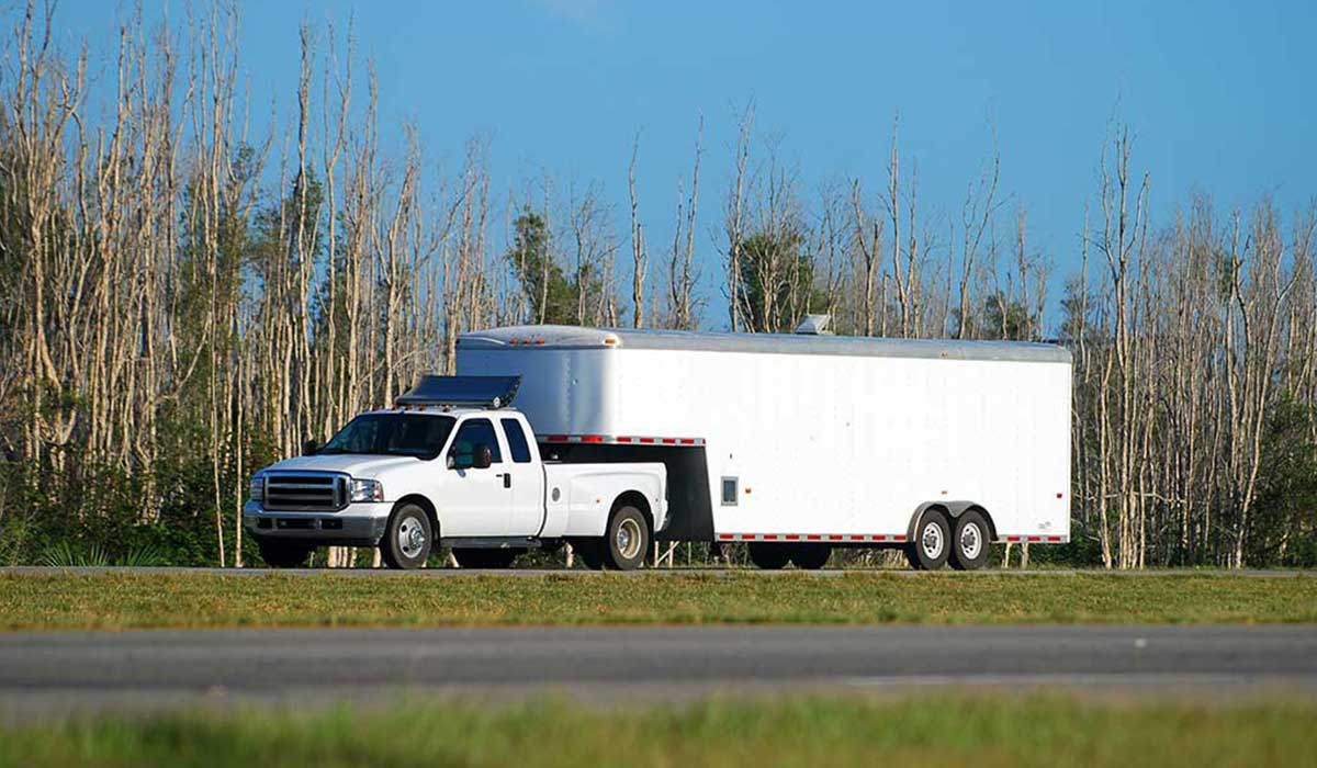 Heavy-duty-pickup-truck-and-trailer-img